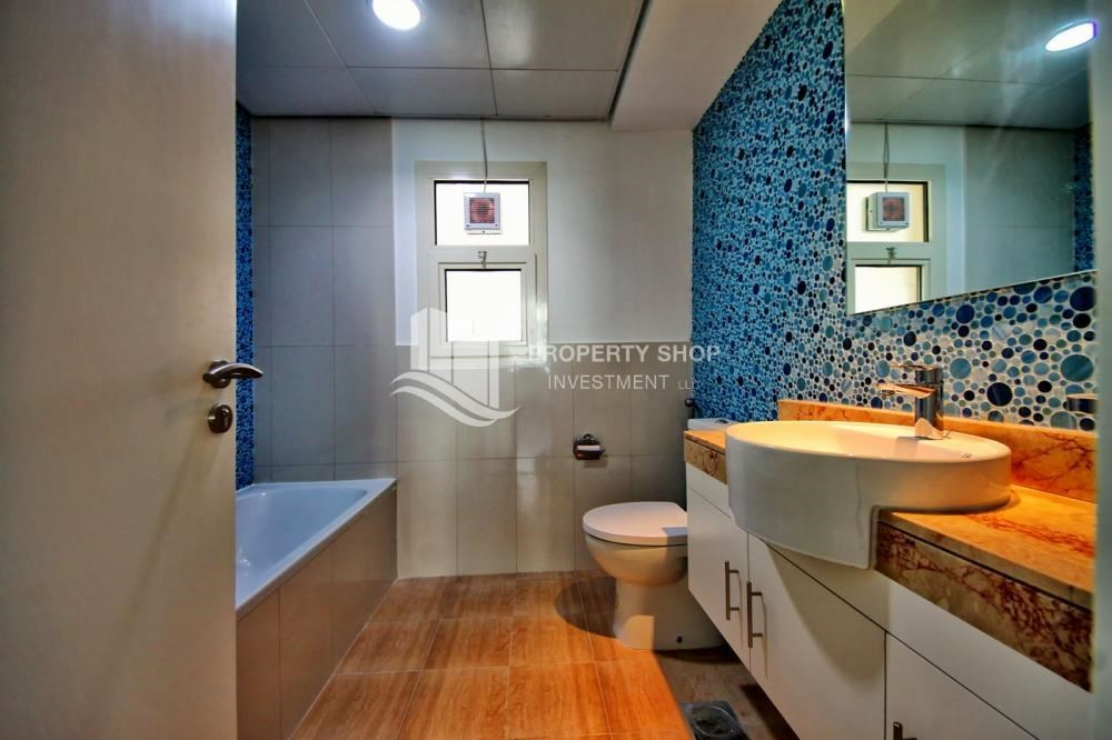 Bathroom - Vacant upto 3 Cheques! Terrace Apt with garden view.