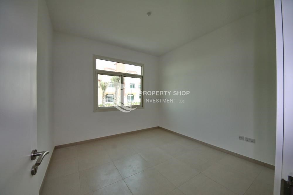 Bedroom - Vacant upto 3 Cheques! Terrace Apt with garden view.