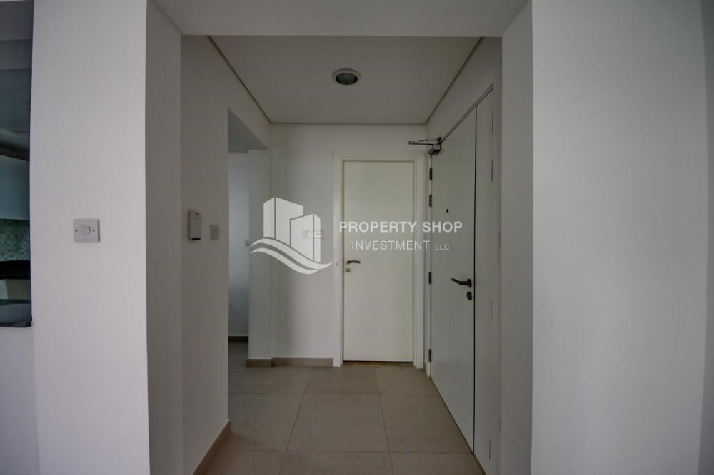 Foyer - Vacant upto 3 Cheques! Terrace Apt with garden view.