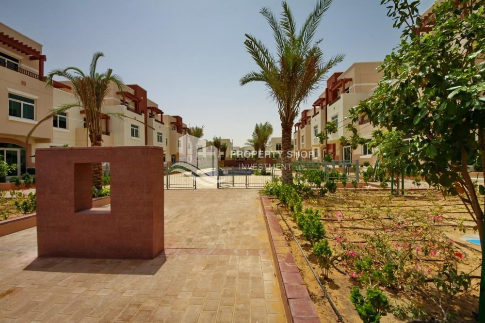 Community - Vacant upto 3 Cheques! Terrace Apt with garden view.