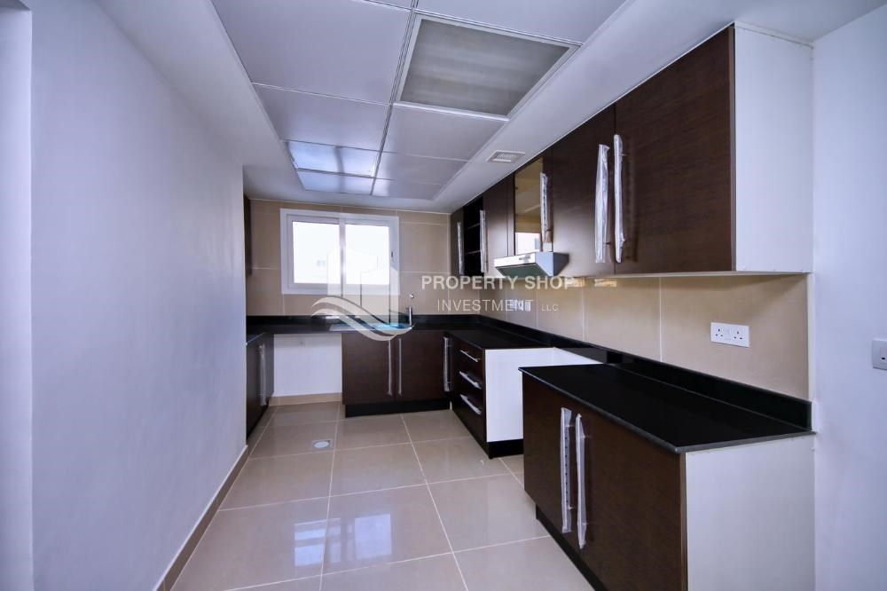 Kitchen - Vacant 5BR+M Villa with private pool.