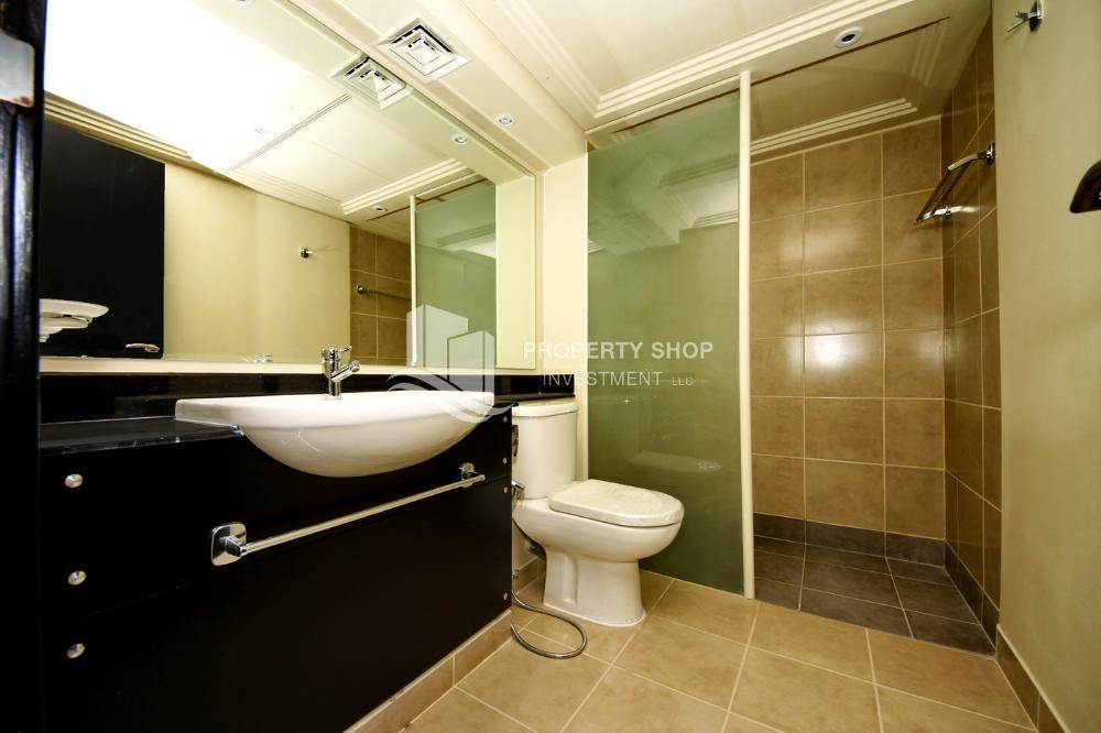 Bathroom - Vacant 5BR+M Villa with private pool.