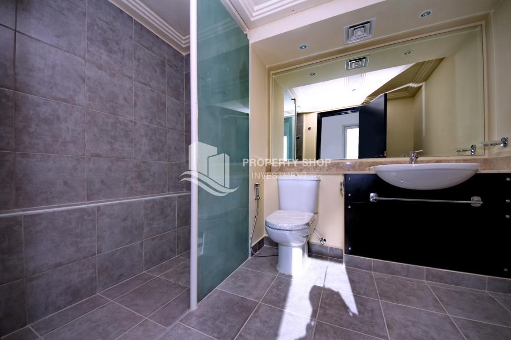 Master Bathroom - Vacant 5BR+M Villa with private pool.