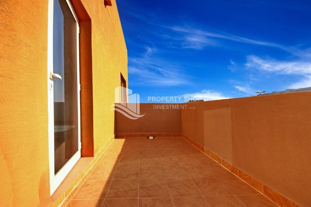 Balcony - Vacant 5BR+M Villa with private pool.