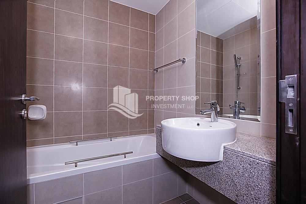 Bathroom - Huge 2BR Apt in Marina Bay for Rent!