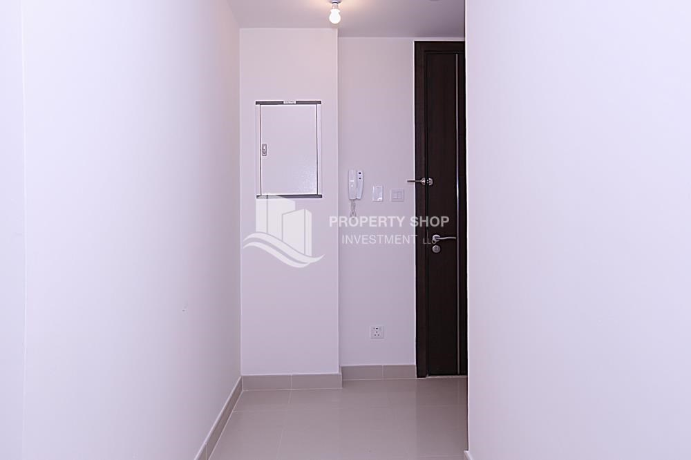 Foyer - Huge 2BR Apt in Marina Bay for Rent!