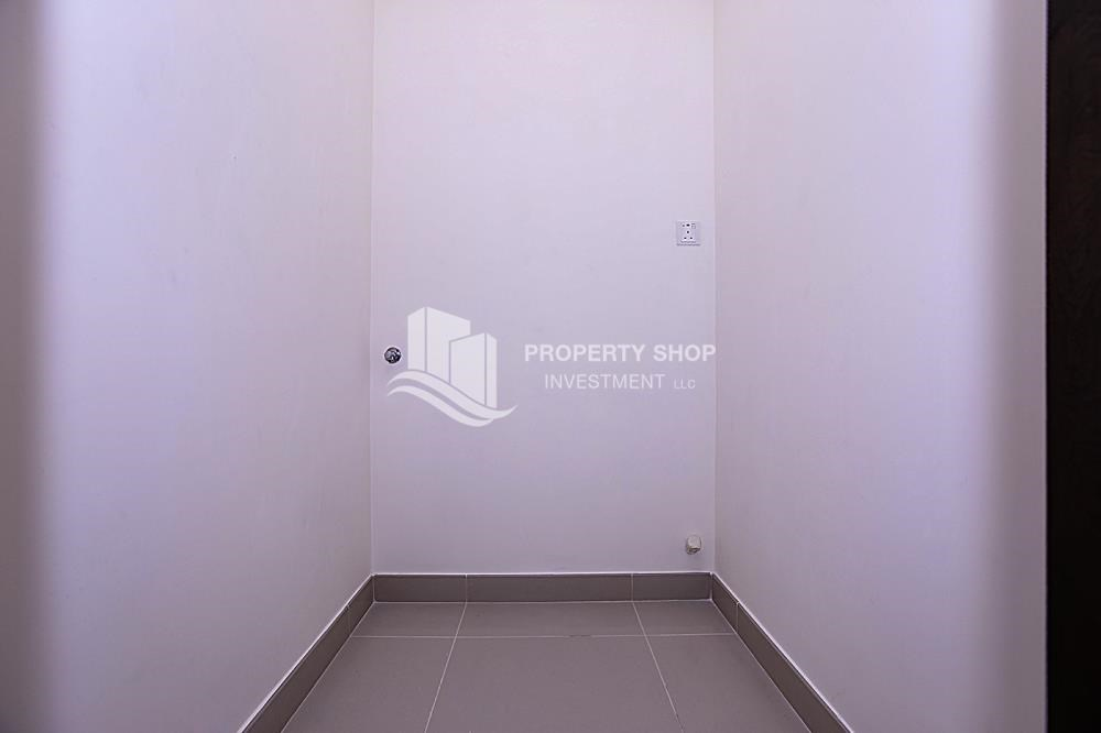 Laundry Room - Huge 2BR Apt in Marina Bay for Rent!