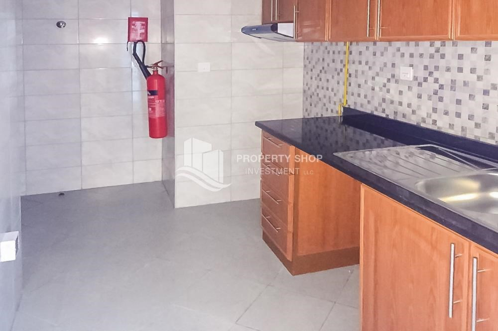 Kitchen - Vacant! Well maintained Apt with allocated parking.