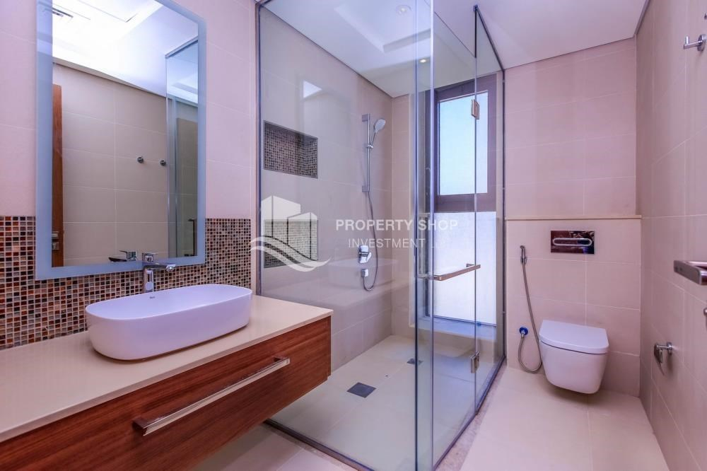 Bathroom - Selling at OP. Own a luxurious villa in West Yas.