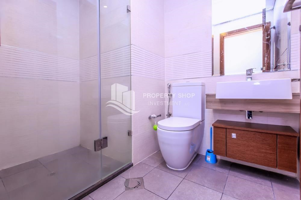 Bathroom - Studio apartment in Gate Tower for rent.