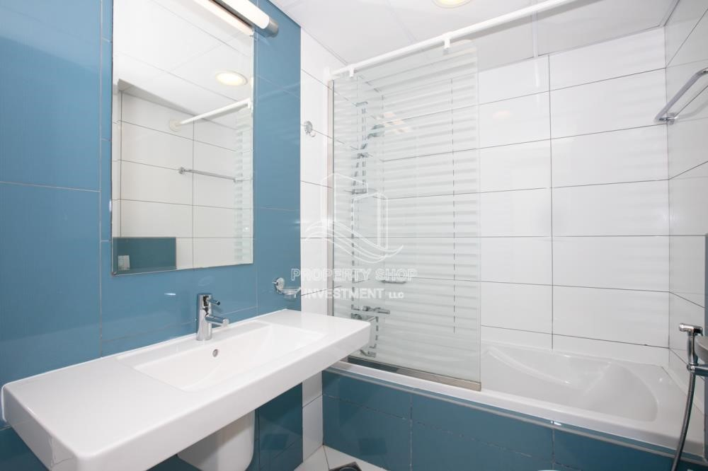 Bathroom - Sea View! 3BR apartment available for rent now!