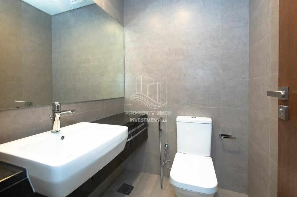 Bathroom - Huge Layout, 1 BR Apartment  with 1 Month Rent Free and 0 Commission!