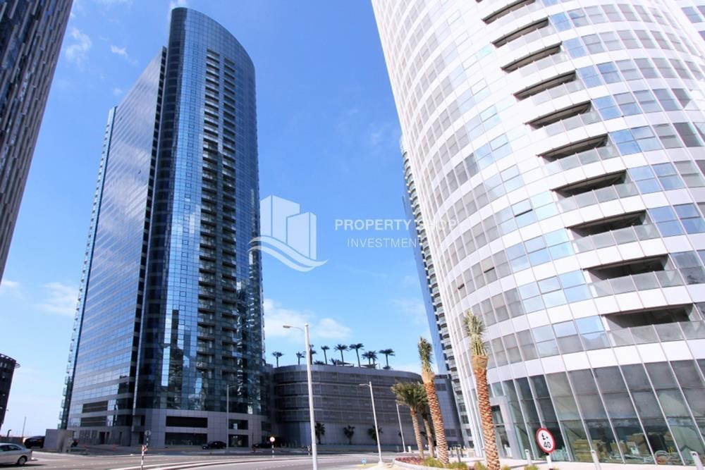 Property - Sea view unit with full facilities.