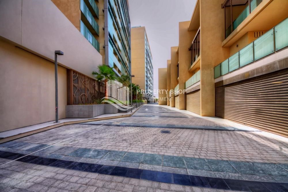 Community - 4bd townhouse front row with waterfront for sale in Al muneera