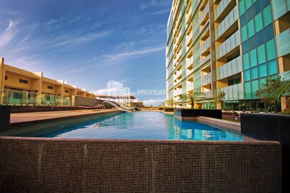 Facilities - 4bd townhouse front row with waterfront for sale in Al muneera