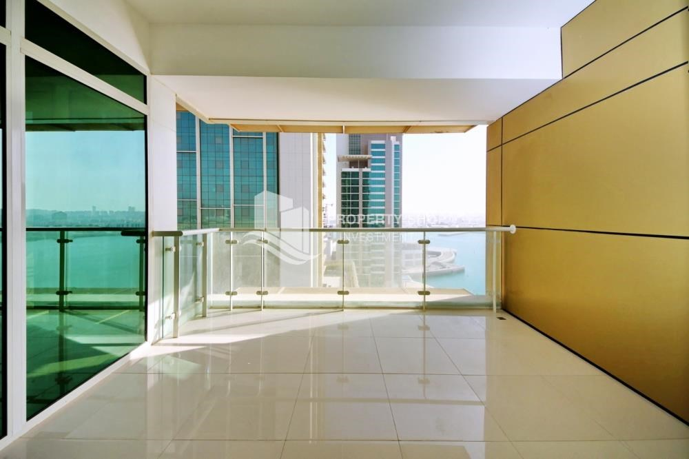 Balcony - 3 bedrooms with Excellent Facilities in Ocean Terrace for sale.