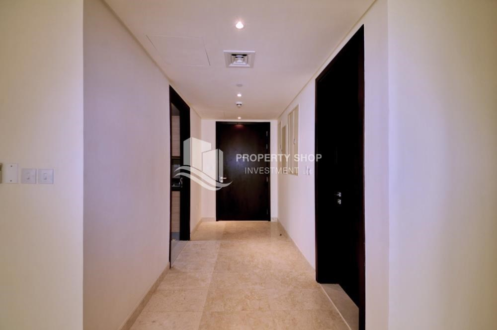 Foyer - 3 bedrooms with Excellent Facilities in Ocean Terrace for sale.
