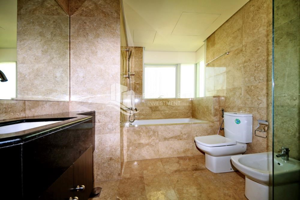 Master Bathroom - 3 bedrooms with Excellent Facilities in Ocean Terrace for sale.