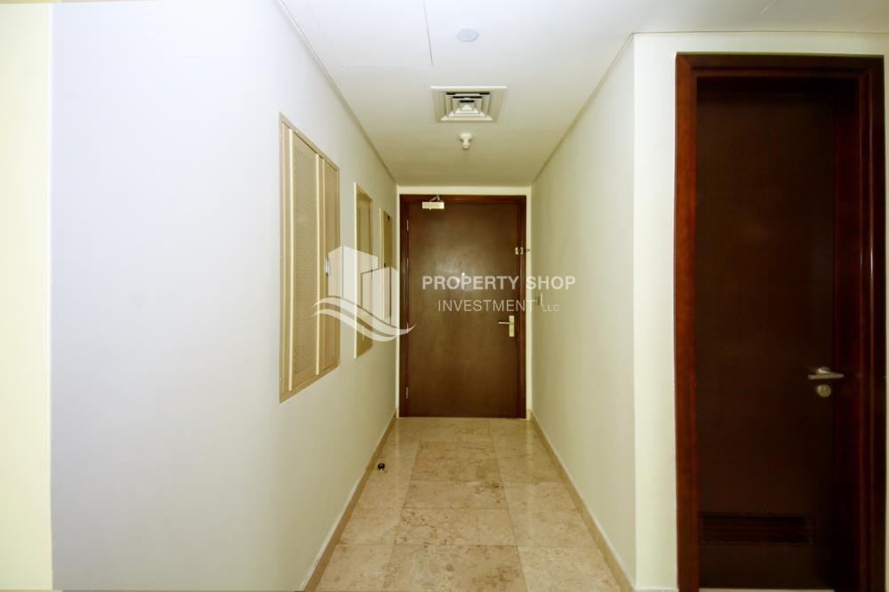 Foyer - Hot Deal Sea View Apt at Excellent Price.