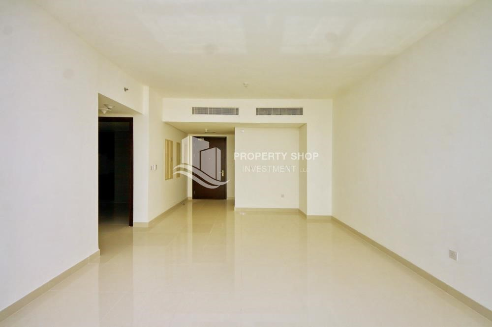 Dining Room - Spacious vacant apartment in Marina Square for sale!