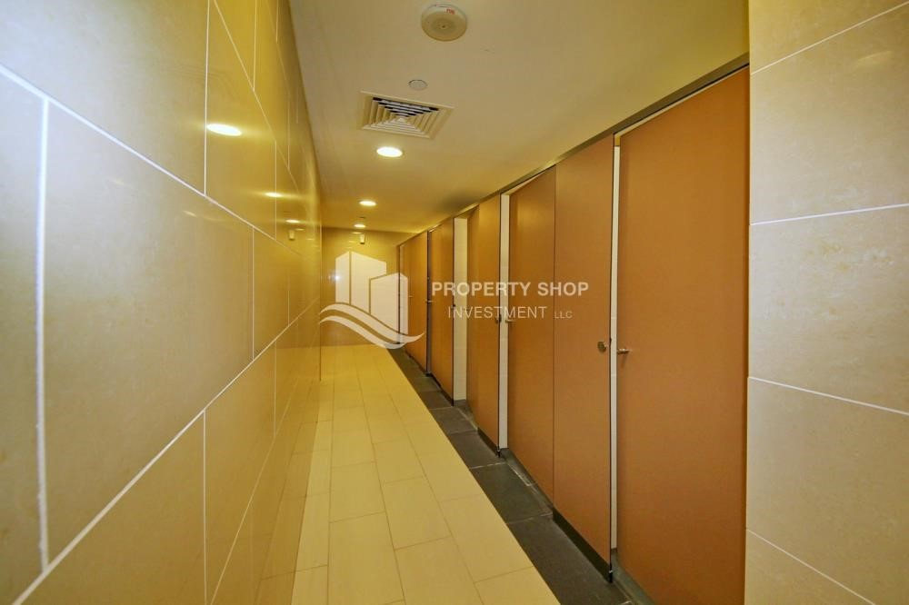 Facilities - Spacious vacant apartment in Marina Square for sale!