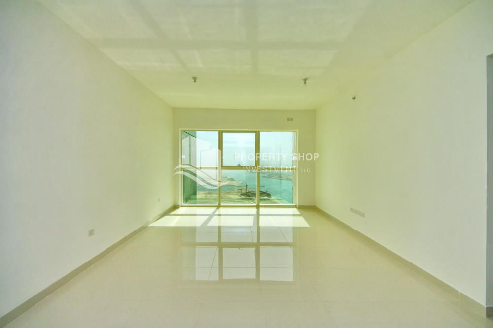 Living Room - Spacious vacant apartment in Marina Square for sale!