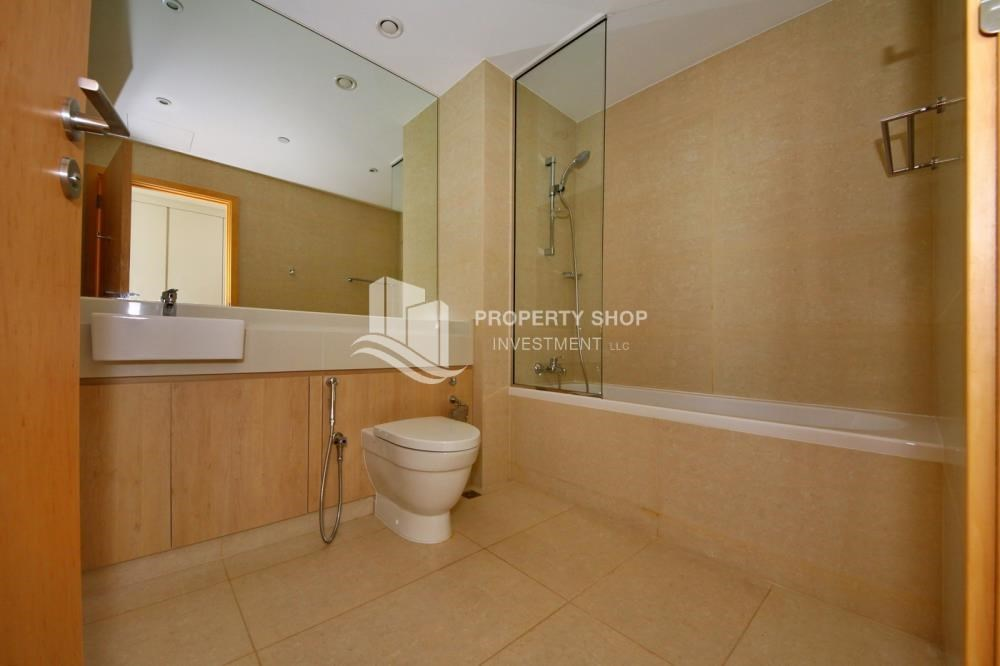 Bathroom - 4 bedroom with big terrace and direct access to the elevator
