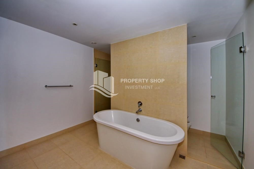 Master Bathroom - 4 bedroom with big terrace and direct access to the elevator
