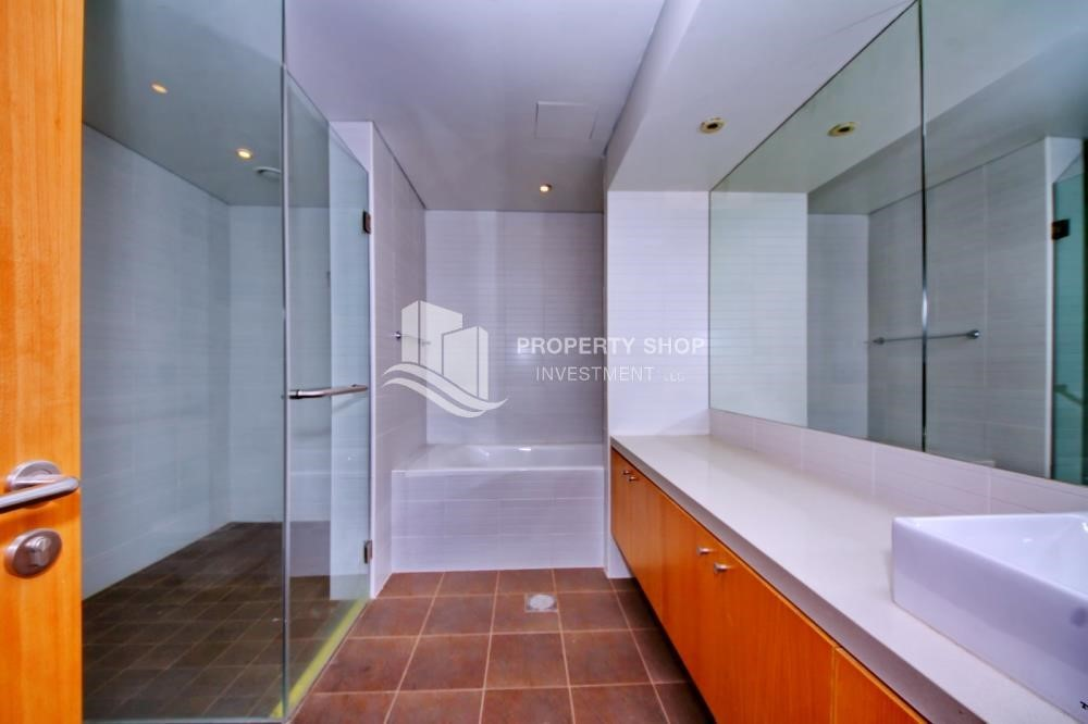 Bathroom - Luxurious 3BR Apartment with sea View for Rent