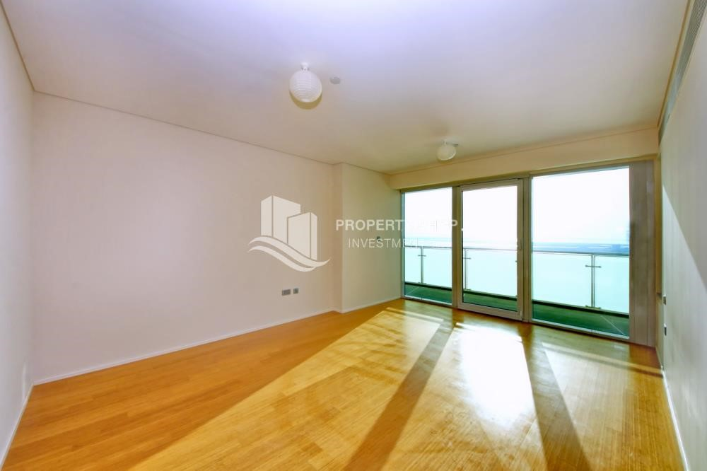 Maid Room - Luxurious 3BR Apartment with sea View for Rent