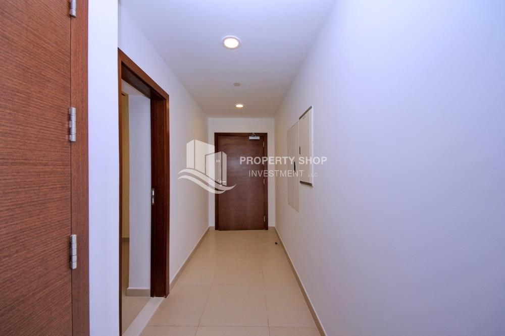 Foyer - Spacious layout, High floor Apt plus Maid's room with sea view.