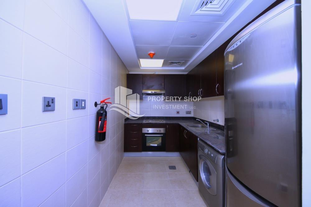 Kitchen - Vacant Elegant huge apt with balcony