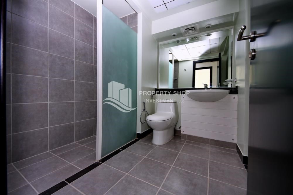 Bathroom - 2BR Apartment + utility room in prime location!