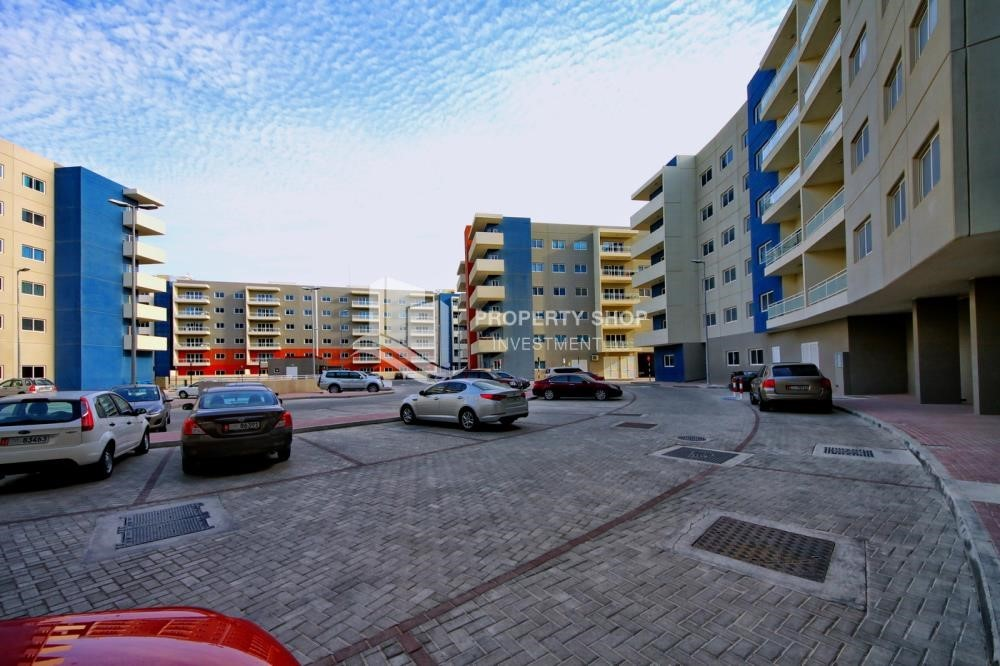 Community - 2BR Apt with Balcony and Storage, street view, available for rent Now