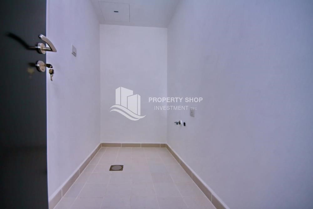 Laundry Room - 2BR Apt with Balcony and Storage, street view, available for rent Now