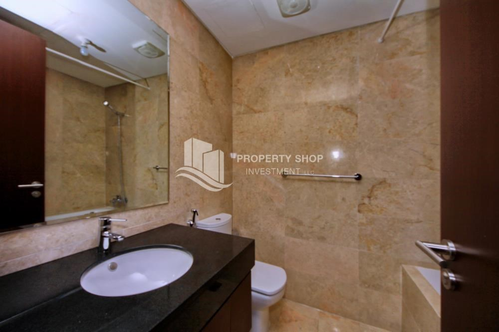 Bathroom - Studio Unit with Sea view vacant for rent
