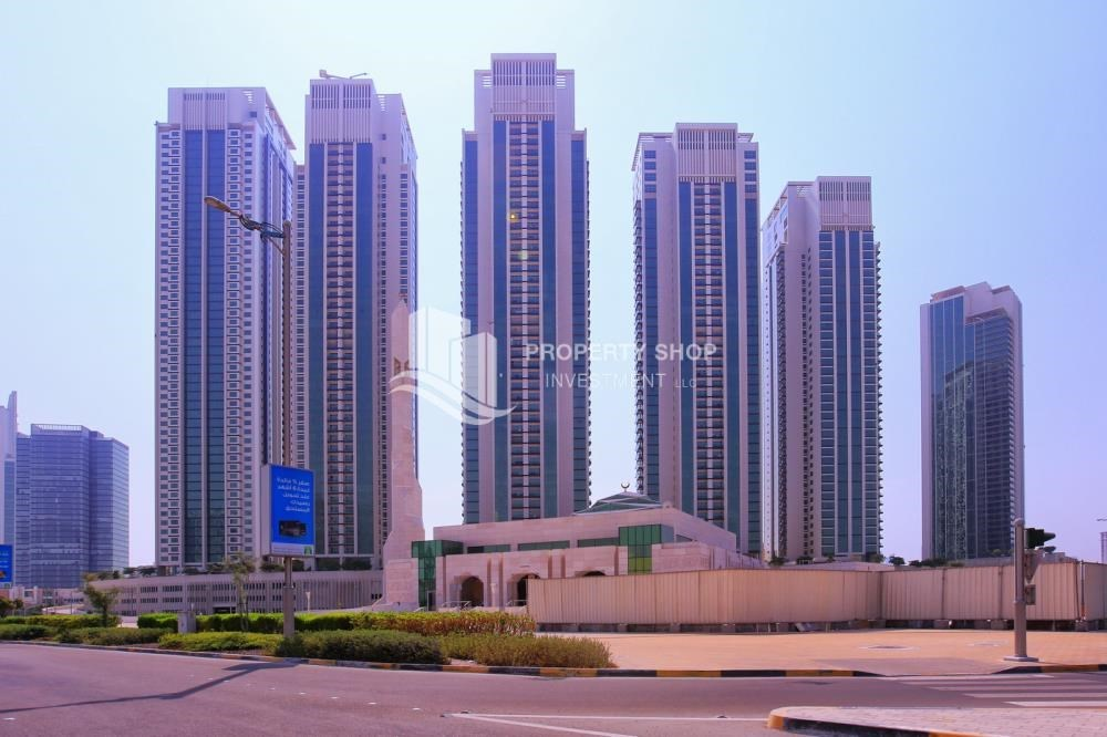 Community - Spacious 1BR Apt in Marina Square with Stunning Views!
