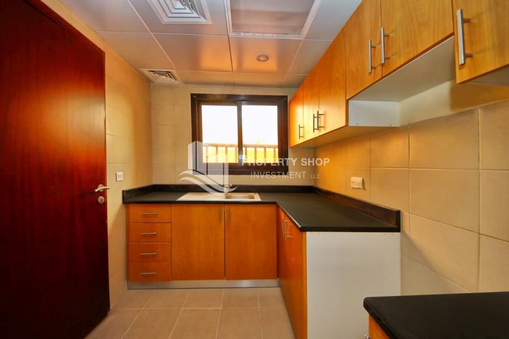 Kitchen - Spacious villa with terrace + parking.