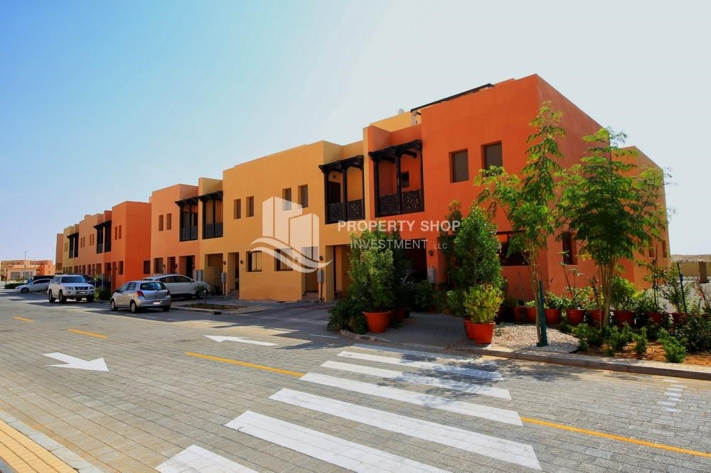 Property - Spacious villa with terrace + parking.