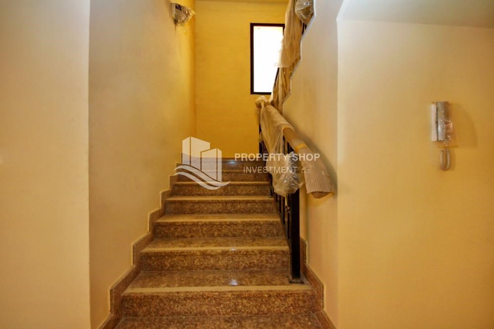 Stairs - Spacious villa with terrace + parking.
