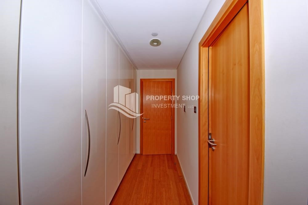 Built in Wardrobe - 2% Rent Free + 1 Month Rent Free / Sea view 4BR+M Apt.