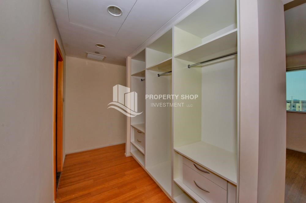 WalkIn Closet - 2% Rent Free + 1 Month Rent Free / Sea view 4BR+M Apt.