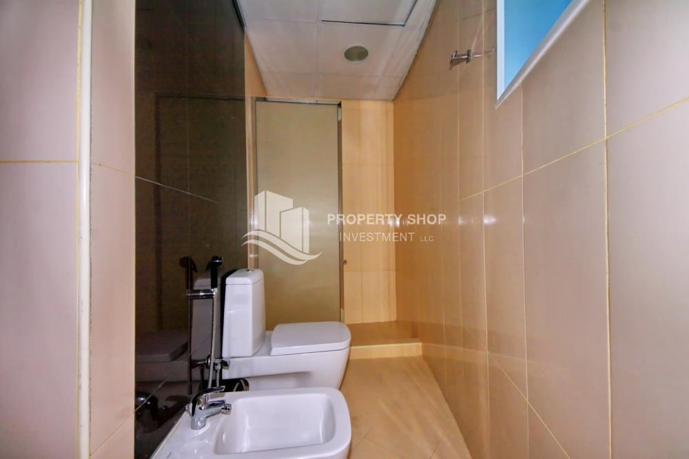 Bathroom - Vacant 2BR Apt with amazing sea view.