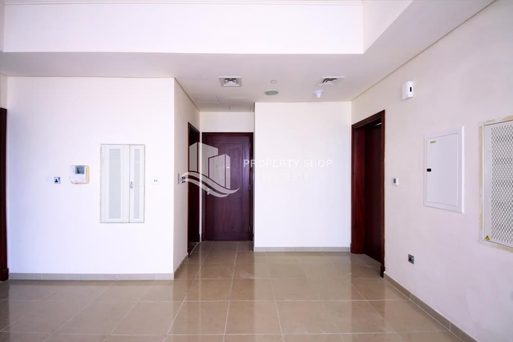 Foyer - Mid Floor Unit with Sea View + Parking.