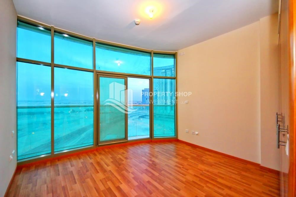 Bedroom - 3 + M with balcony and sea view for rent