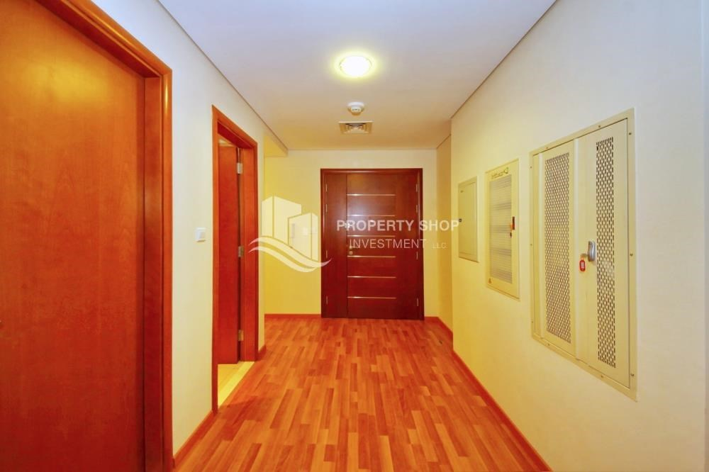 Foyer - 3 + M with balcony and sea view for rent
