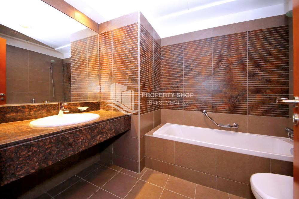 Master Bathroom - 3 + M with balcony and sea view for rent