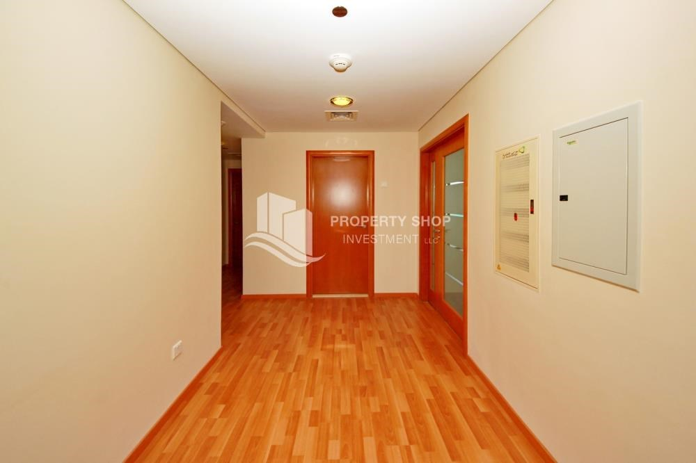 Foyer - Large Apt on high floor with full facilities.