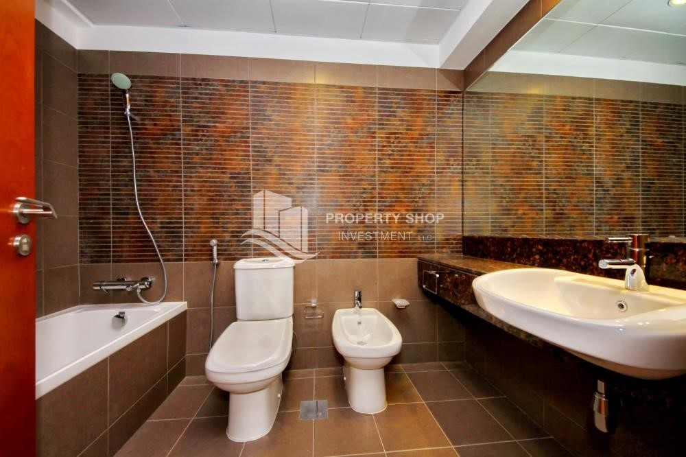 Bathroom - Huge 1+1 BR Apartment Ready to move in Now!