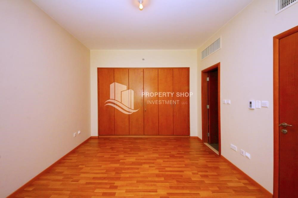 Built in Wardrobe - Huge 1+1 BR Apartment Ready to move in Now!
